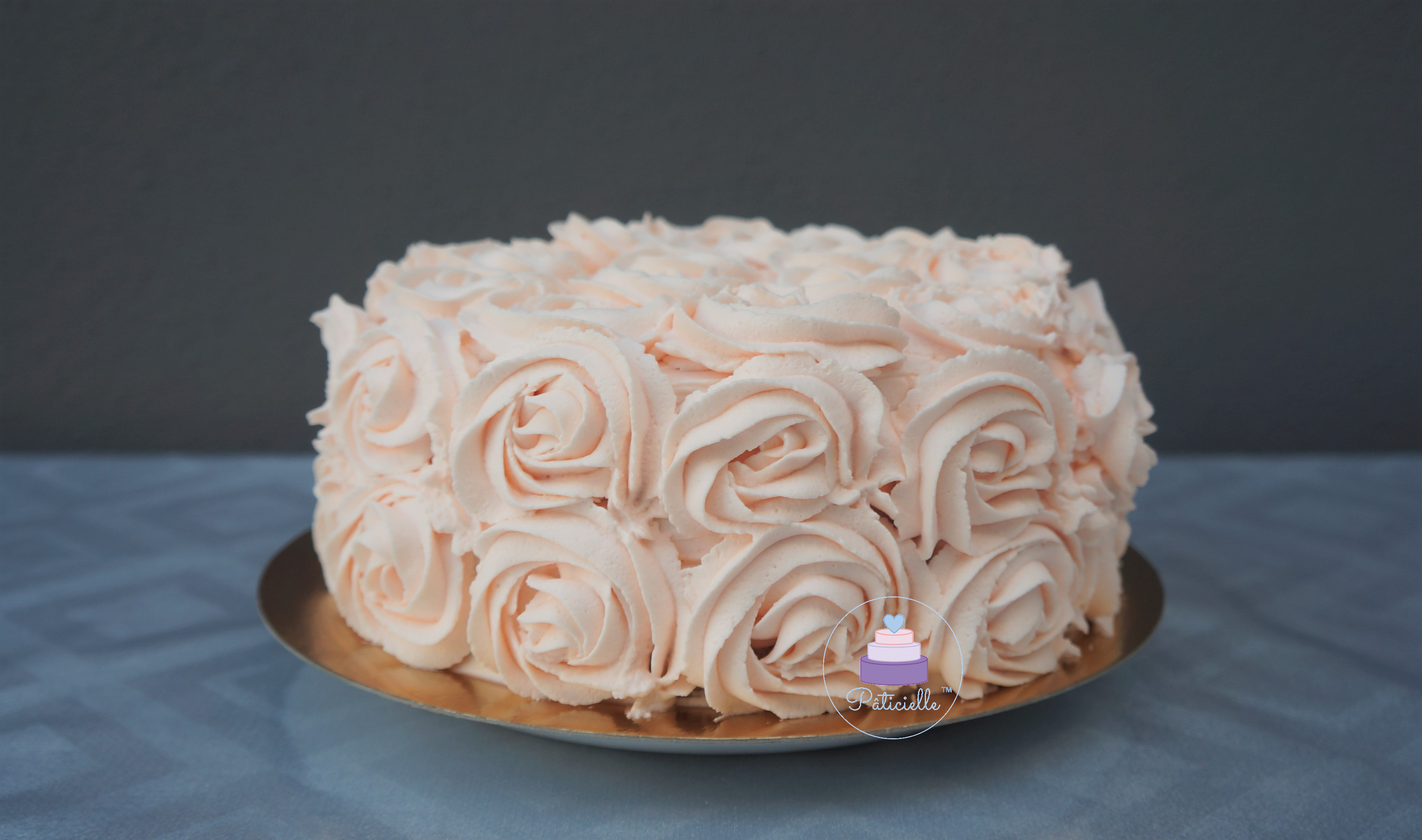 Rose cake lemon curd